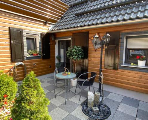 Idyllische Vorterrasse mit Liebe zum Detail – Kaiser's Landhaus