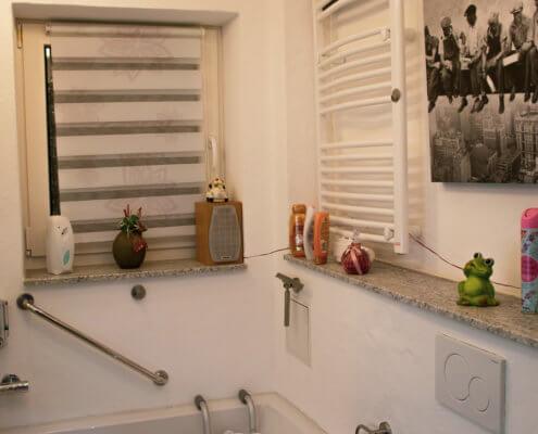 Einzelbad mit Badewanne zubuchbar für Studio 1 oder 2 – Ferienhof Kaiser Herrieden