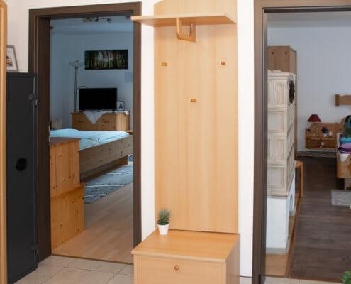 2 Schlafzimmer mit Zugang zur Gartenanlage – Ferienhof Kaiser Herrieden